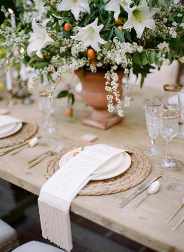 λευκά  άνθη και  κουμκουάτ
