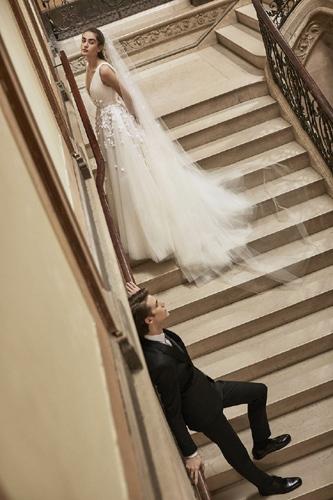 c8396e9153ef Floral Νυφικά  Η τέλεια επιλογή για έναν ανοιξιάτικο γάμο gamosorganosi