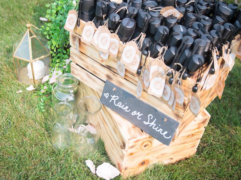 δωρο για καλεσμένους σε φθινοπωρινό γάμο ομπρέλες