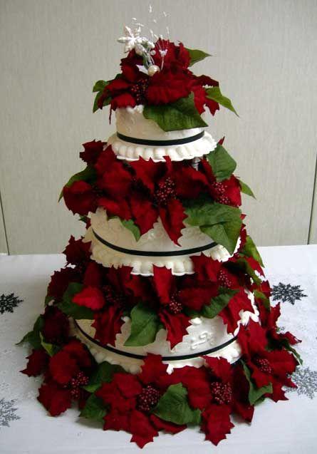 Γαμήλια τούρτα στολισμένη με αλεξανδρινά.