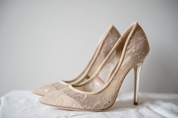 Nude νυφικά παπούτσια.