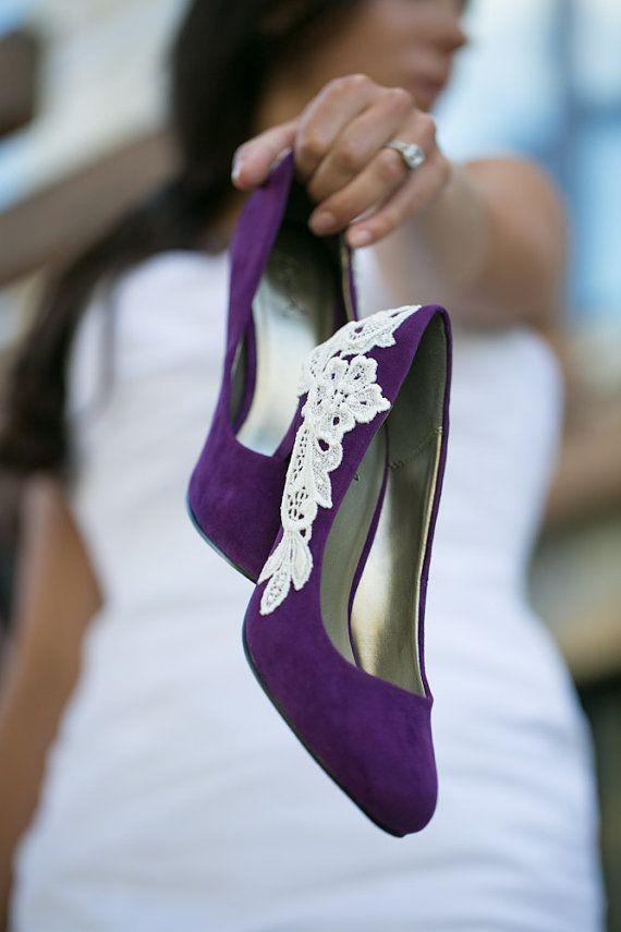 Μοβ νυφικά παπούτσια.