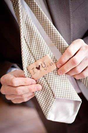 Μήνυμα για τον γαμπρό στην γραβάτα