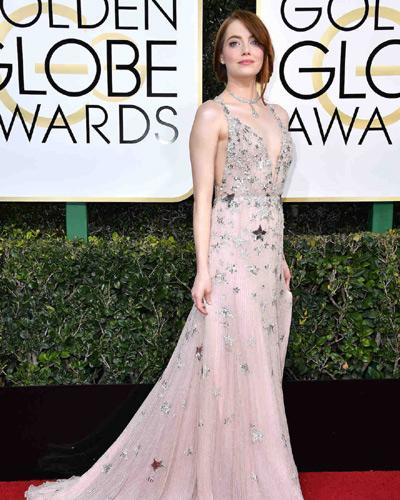 Η Emma Stone με φόρεμα Valentino.