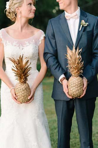 Φωτογράφιση ζευγαριού με ανανάδες.