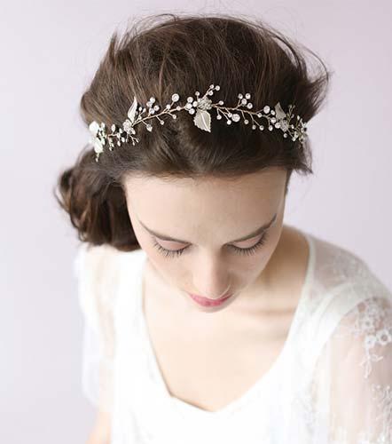 Headpiece με floral λεπτομέρειες.