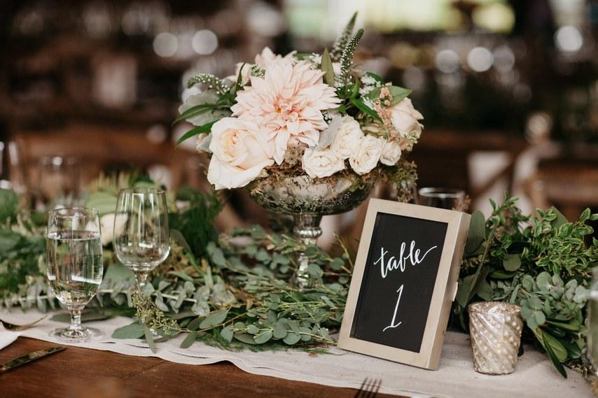 Καταπράσινο γαμήλιο τραπέζι