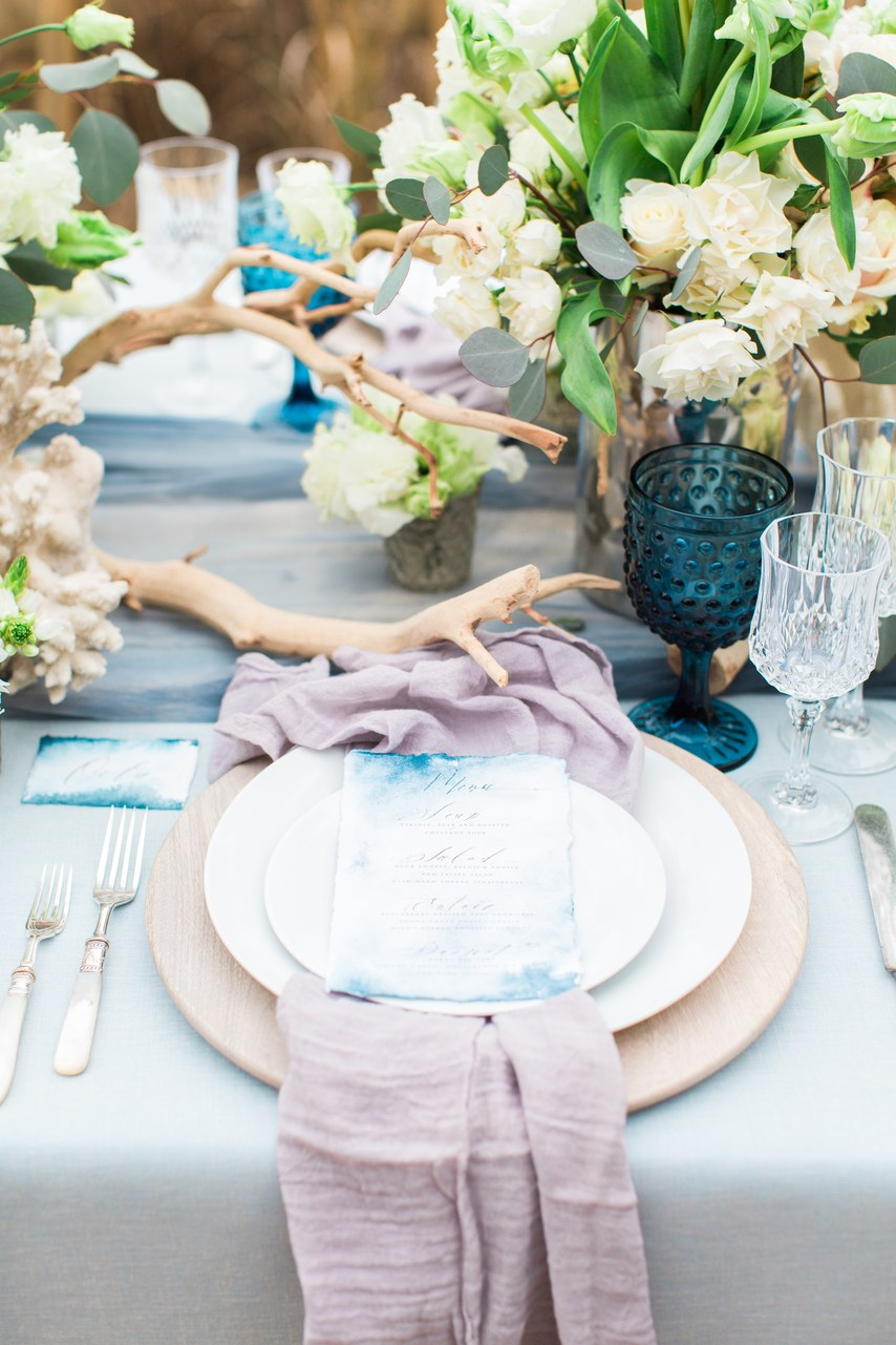 Κομψότητα της θάλασσας στο γαμήλιο τραπέζι