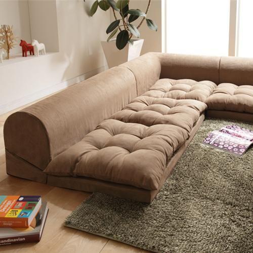 Καφέ γωνιακός, χαμηλός καναπές.